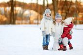 Mother and  daughters   on winter day — Photo