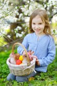Little girl Easter basket with eggs — Foto de Stock