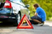 道路上的红色警告三角标志 — 图库照片