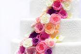 White wedding cake with sugar flowers — Stock Photo