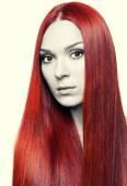 Mulher com longos cabelos vermelhos — Fotografia Stock