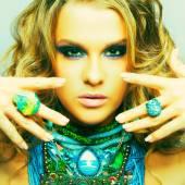 Mulher com bijuteria — Fotografia Stock