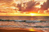 Sunset on Mai Khao beach in Phuket — Stock Photo