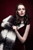 Mujer rubia en abrigo de pieles — Foto de Stock