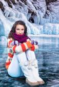 Молодая женщина на льду — Стоковое фото