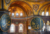 Interior of the Hagia Sophia with Islamic and elements on the to — Stock Photo