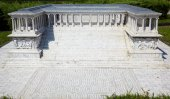 Miniaturk,  Istanbul.  Reduced copy of  Pergamon Altar in the an — Stock Photo