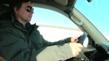 Man driving car — Stock Video