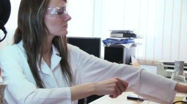 Beauty woman in modern laboratory — Stock Video