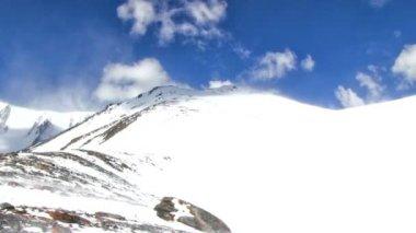 冬の山の風景 — ストックビデオ