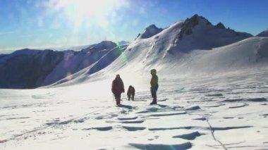Climbers go up to mountain — Wideo stockowe