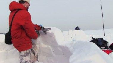 Man Builds A Snow House — Stok video