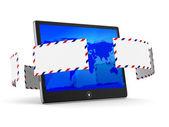 Tablet e envelope em fundo branco. imagem 3d isolada — Foto Stock