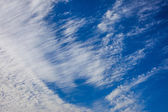 Mavi gökyüzü bulutlu — Stok fotoğraf