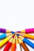 Lápis de cor sobre fundo branco — Fotografia Stock