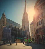 St. Stephen's Cathedral and the eponymous square, Vienna, Austri — Stock Photo