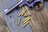 Frida revolver med patroner — Stockfoto
