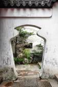 Doorway in Yu Yuan Garden — Stock Photo