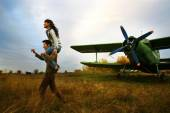 Romantic young pair outdoors near the plane. Old time — Stock Photo