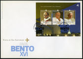 PORTUGAL - 2010: shows Benedict XVI of the Roman Catholic Church (1927), Paus Johannes Paulus II (1920-2005), Pope Paul VI (1897-1978), devoted Pope Bento XVI visits Portugal — Stock Photo