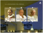 PORTUGAL - 2010: shows Benedict XVI (1927), Paus Johannes Paulus II (1920-2005), Pope Paul VI (1897-1978), devoted Pope Bento XVI visits Portugal — Stock Photo