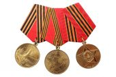 "RUSSIA - 1995, 2005, 2010: Jubilee Medals ""50, 60, 65 Years of Victory in the Great Patriotic War 1941-1945"" isolated on white background — Foto Stock"