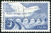 UNITED STATES OF AMERICA - 1977: shows Peace Bridge and Dove, dedicated to the 50th anniversary of the Peace Bridge, connecting Buffalo, NY with Fort Erie, Ontario — Stock fotografie