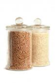 Buckwheat and white long rice in glass jars — Stock Photo