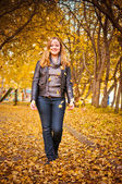Happy girl and autumn leaves — Stock Photo