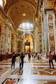 People inside Saint Peter Cathedral — Foto de Stock