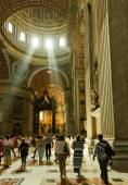 People inside Saint Peter Cathedral — Stock Photo