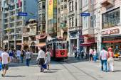 Retro tram on Istiklal street — Stockfoto