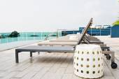 Swimming pool on roof deck building. — Stock Photo