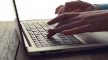 Women's hands typing on computer — Stock Video