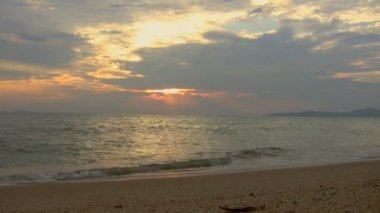 Sunset over the beach in Thailand — Stock Video