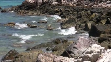 Waves spashing the rocks — Stock Video