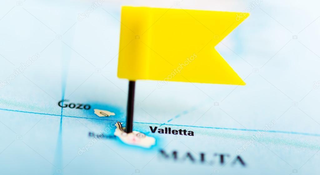马耳他与黄色针国旗地图– 图库图片