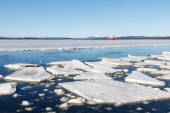 Sea ice is destroyed in the spring — Stock Photo