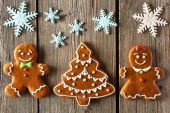 Christmas gingerbread couple and tree cookies — Stock Photo