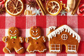 Christmas gingerbread couple and house cookies — Stock Photo