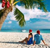 Couple on tropical beach at Christmas — Stock Photo