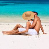 Couple relax on beach — Stock Photo