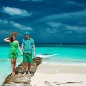 Couple on tropical beach — Stock Photo