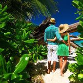 Couple on beach at Seychelles — Stock Photo