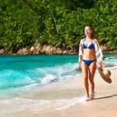 Woman with sarong on beach — ストック写真
