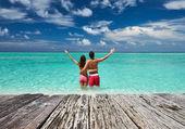 Пара на пляже в Мальдивы — Стоковое фото