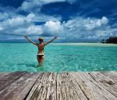Woman in bikini at beach — Stock Photo