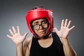 Roliga boxer med röda handskar mot mörk bakgrund — Stockfoto