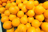 Citrus fruit on the supermarket stall — Stock Photo
