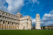 Famous leaning tower of Pisa — Stock Photo